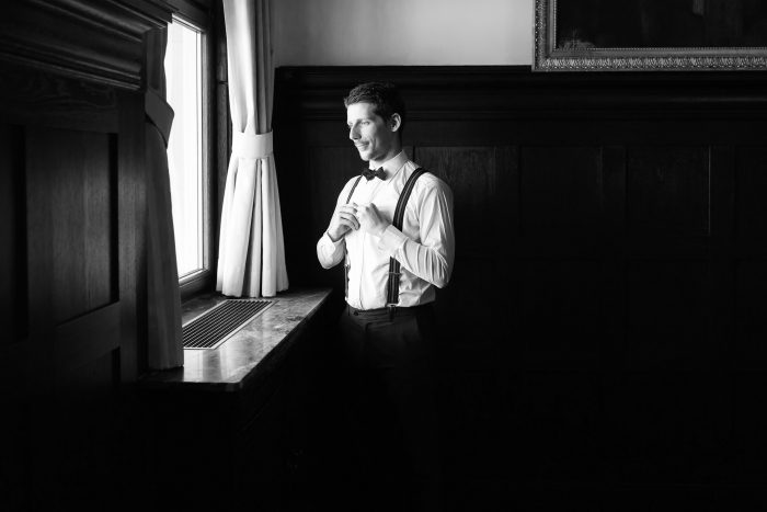 Wedding, Making Ready, groom, indoor, black and white, Andrea Schenke Photography, Wittlich