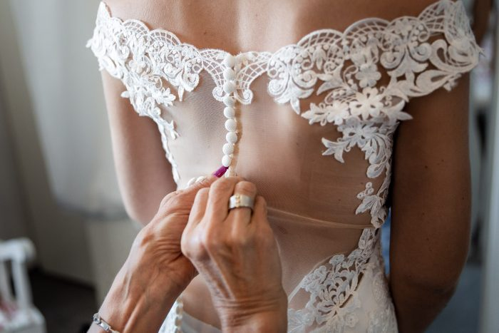 making Ready of a bride, mother closes the dress, Wedding, Hochzeitsfotografie Wittlich, Andrea Schenke Photography