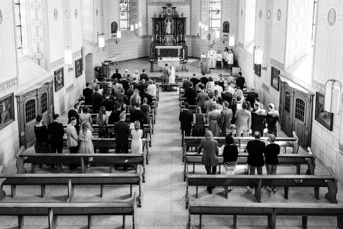 Wedding, Maria Himmelfahrt, Kirche Bombogen, b&w, high angle view, Hochzeit, Hochzeitsfotograf Wittlich, Andrea Schenke Photography