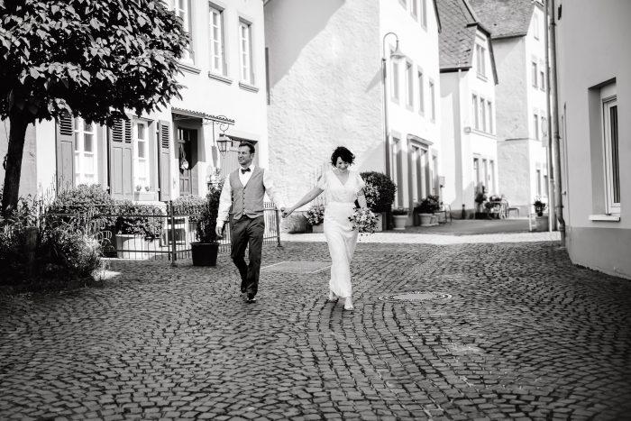 Wedding couple in the street, Wedding, outdoor, Andrea Schenke Photography, Wittlich, Hochzeit,https://andrea-schenke-photography.de