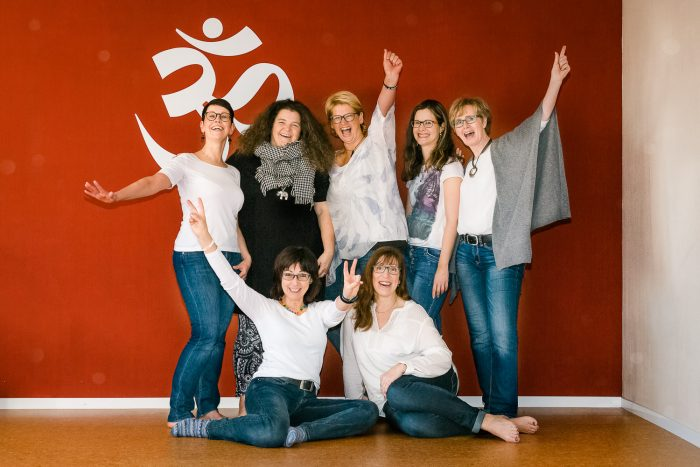 Yoga-group- picture-laughing woman, Adrea Schenke Photography, Wittlich, Fotograf