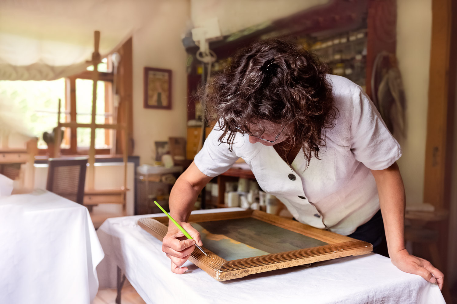 Working restaurator, woman, indoor, homepage, Andrea Schenke Photography, Wittlich