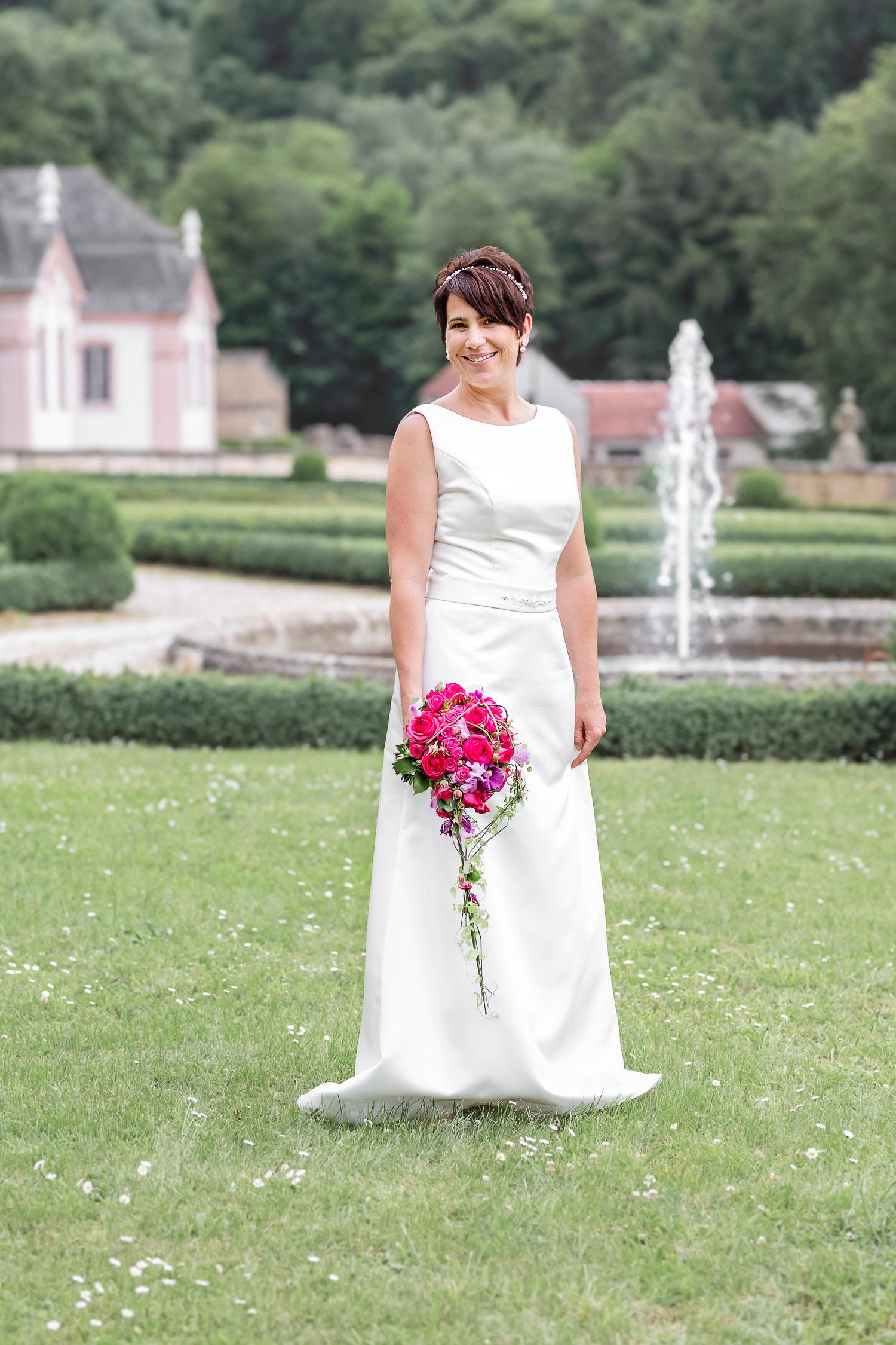 bride in the garden of the palace, Schloss Weilerbach, Hochzeit, Wedding, Andrea Schenke Photography