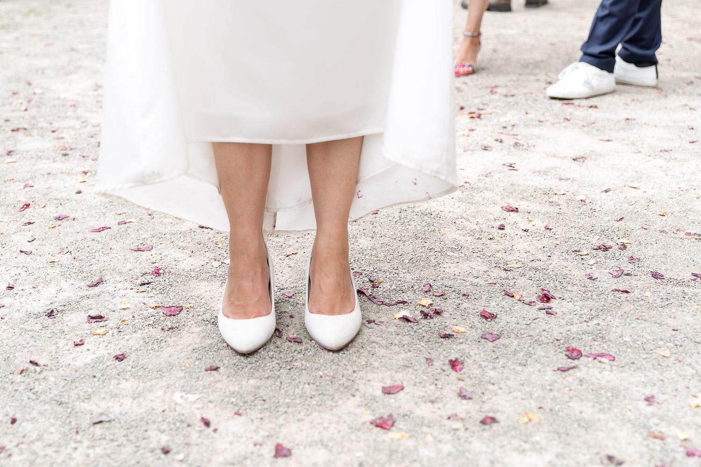 brides feet an shoes with rose leaves around, Schloss Weilerbach, Hochzeit, Wedding, Andrea Schenke Photography