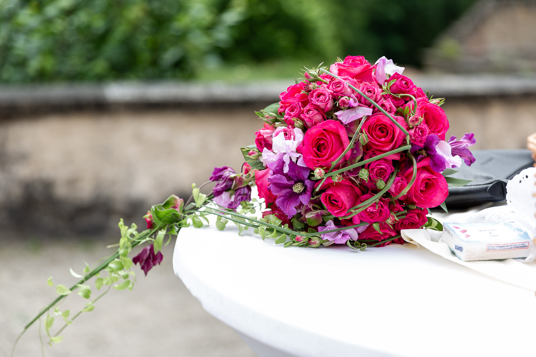 Wedding flower bouquet in red, Wedding, Hochzeit, Schloss Weilerbach, Andrea Schenke Photography