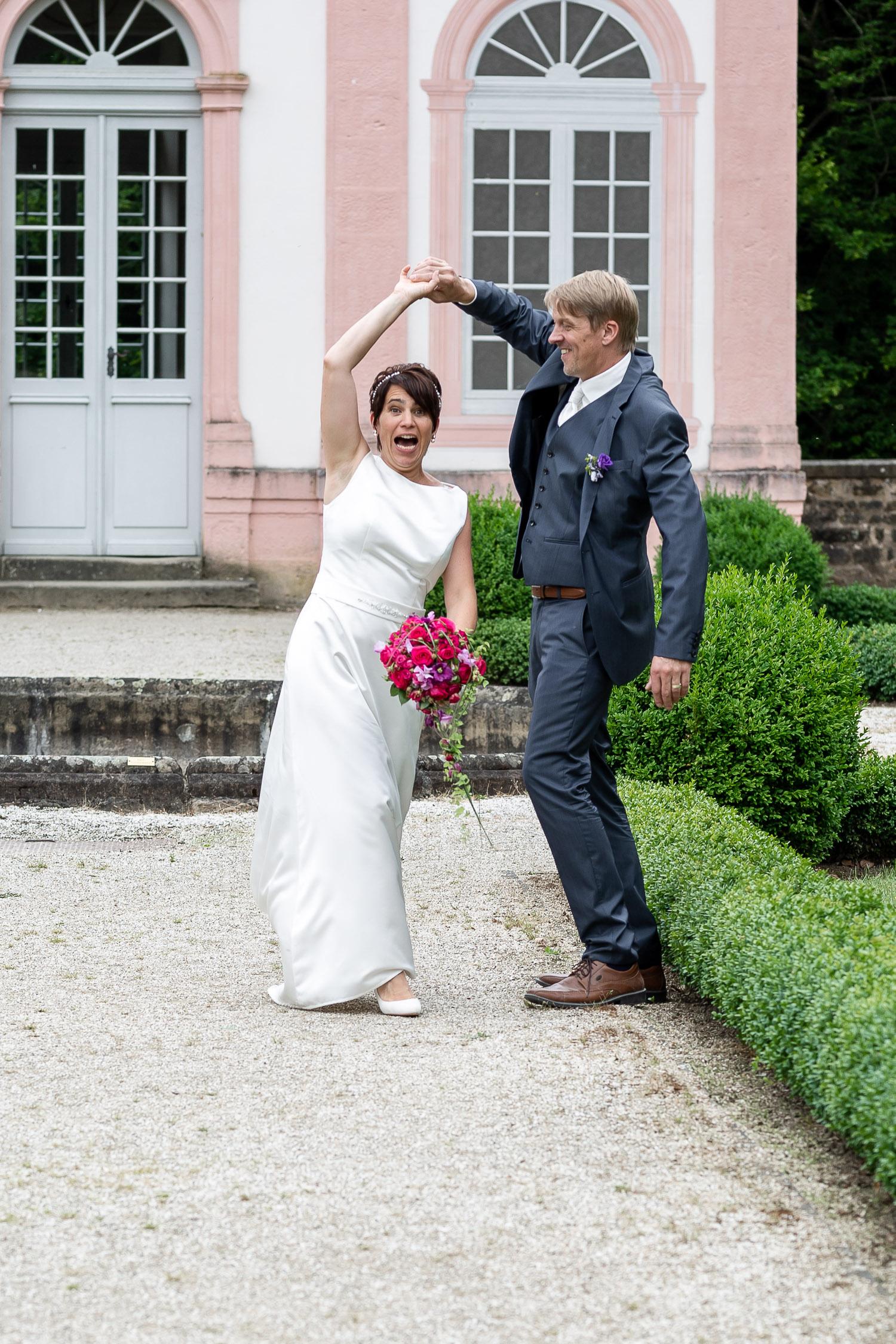 dancing wedding couple in the garden of Schloss Weilerbach, Wedding, Hochzeit, Andrea Schenke Photography
