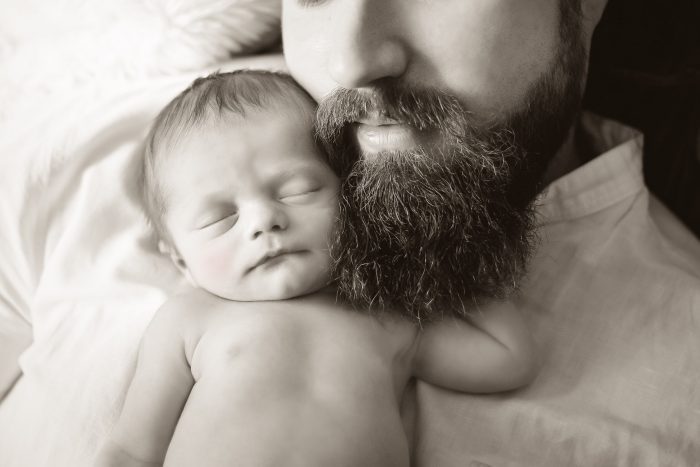 Newborn, Sleeping Baby and father, black and white, Andrea Schenke Photography, Fotograf, Wittlich