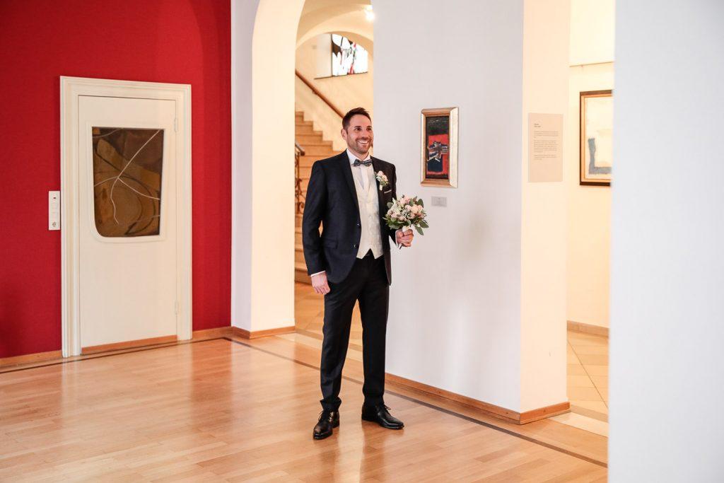 Hochzeit, Bräutigam, First Look, Novemberhochzeit, Hochzeitsfotograf Wittlich, Andrea Schenke Photography
